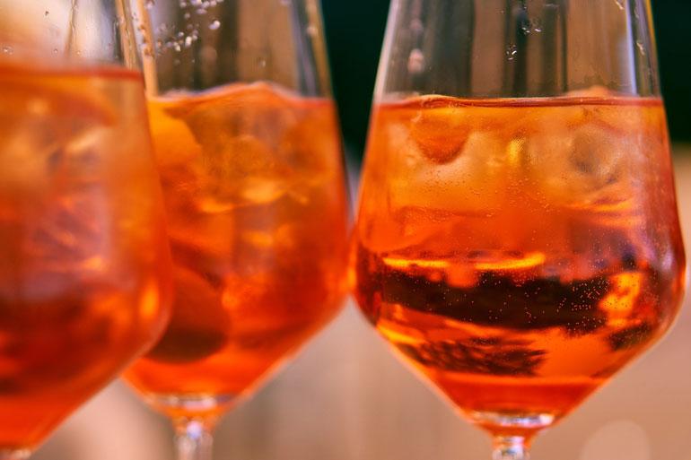 Aperol Spritz Cocktails, zwei