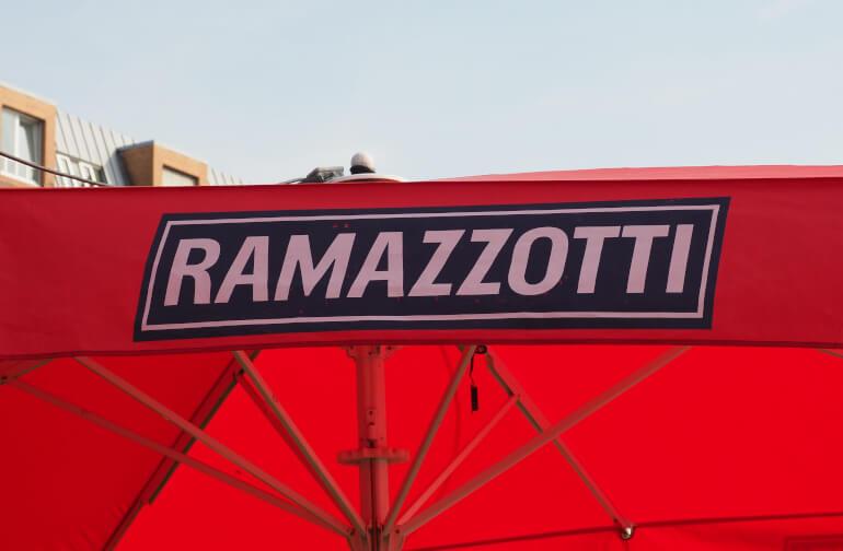 Ramazzotti Logo auf Sonnenschirm