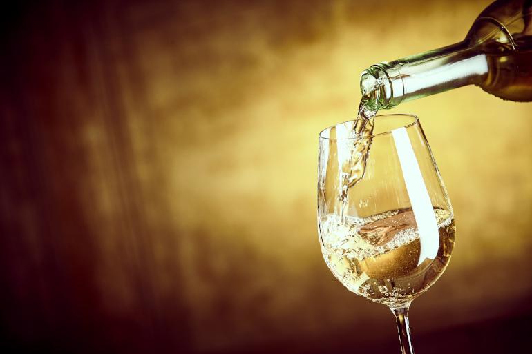 Sauvignon-Blanc-einschenken