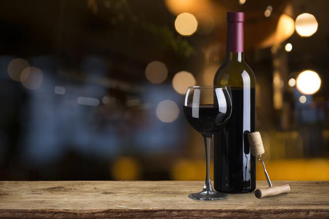 Merlot Wein mit Flasche