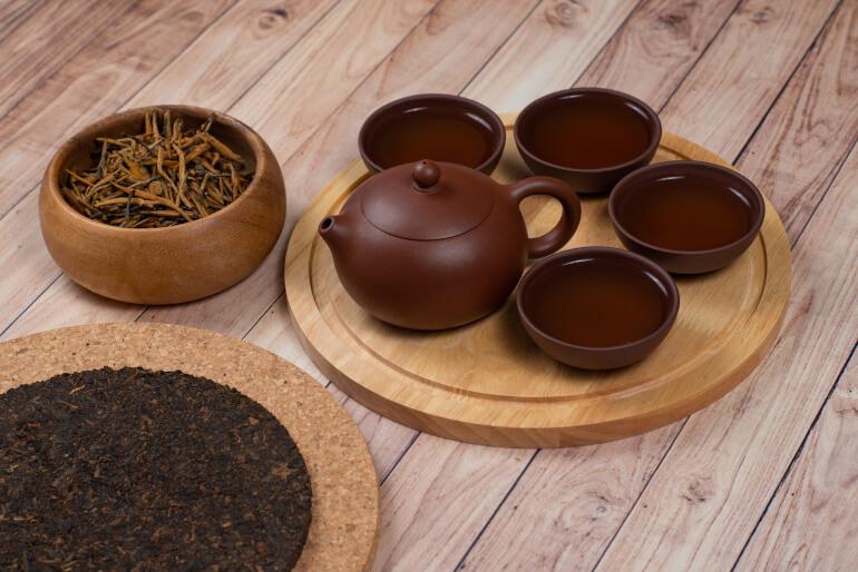Pu Erh Tee und roter Tee