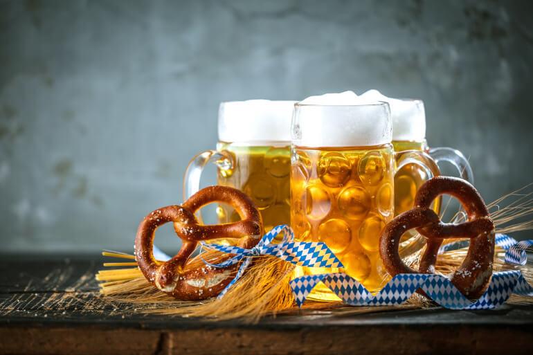Oktoberfestbier Maerzen mit Brezn